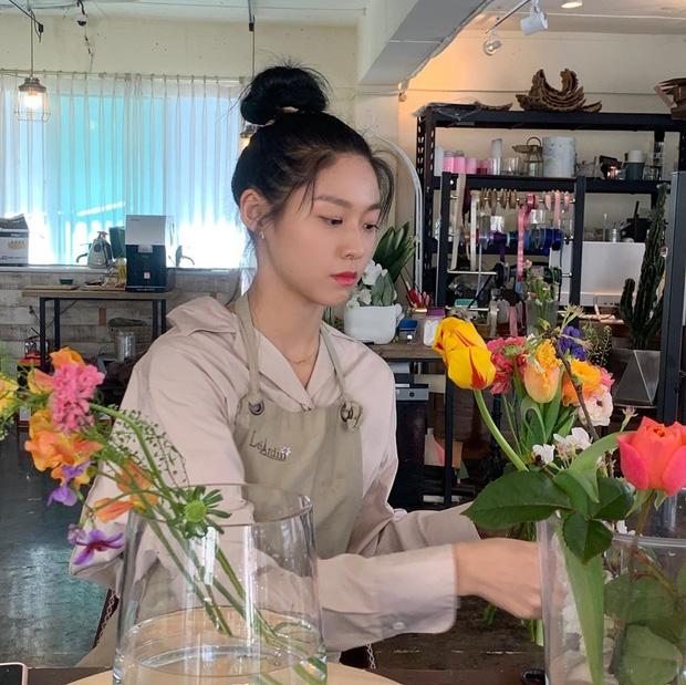 Sao Hàn làm gì ở nhà mùa dịch: Dàn nữ thần gây choáng với tài nấu ăn, hết giữ body cực đỉnh đến khám phá tài năng mới - Ảnh 2.