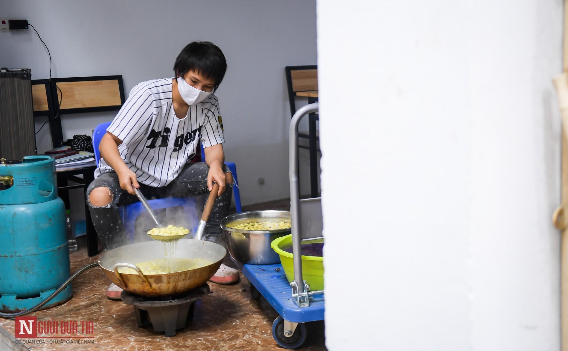 Người phụ nữ nấu hàng trăm suất cơm, chè miễn phí cho y, bác sĩ chống dịch COVID-19 - Ảnh 5.