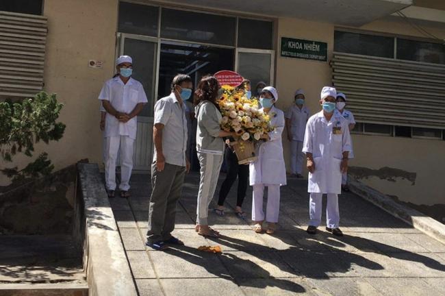 Thêm 10 người mắc Covid-19 được công bố khỏi bệnh, trong đó có nữ doanh nhân ở Bình Thuận - Ảnh 2.