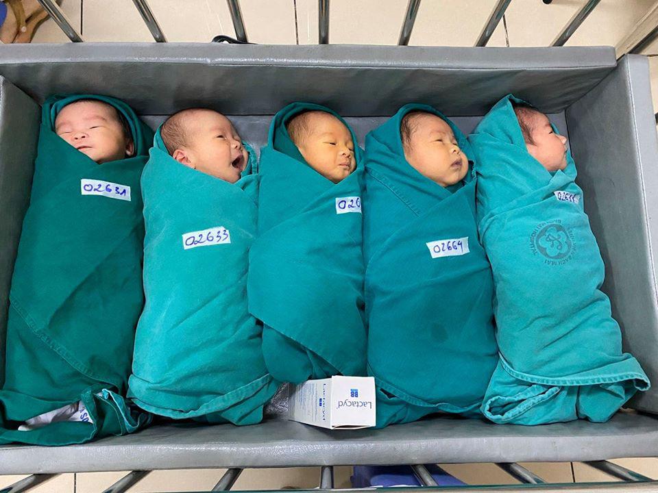 5 công dân tí hon chào đời trong ổ dịch giữa trung tâm Thủ đô - Ảnh 3.