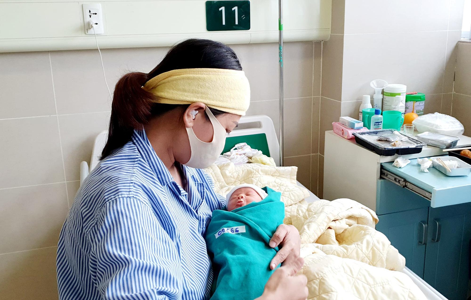5 công dân tí hon chào đời trong ổ dịch giữa trung tâm Thủ đô - Ảnh 4.