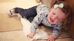 """Tuyệt chiêu giúp mẹ xử trí khi con hay khóc """"ăn vạ"""""""