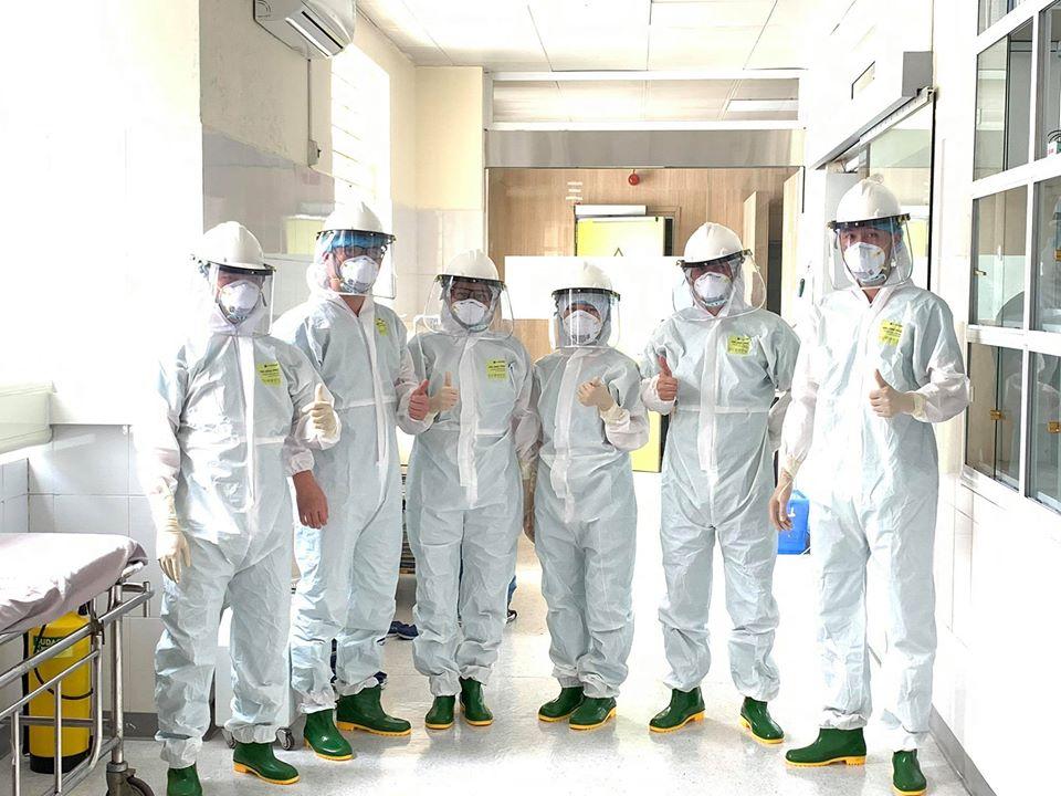 Quảng Ninh: Cặp song sinh chào đời trong phòng cách ly Covid-19 được kiểm soát nhiễm khuẩn chặt chẽ - Ảnh 1.