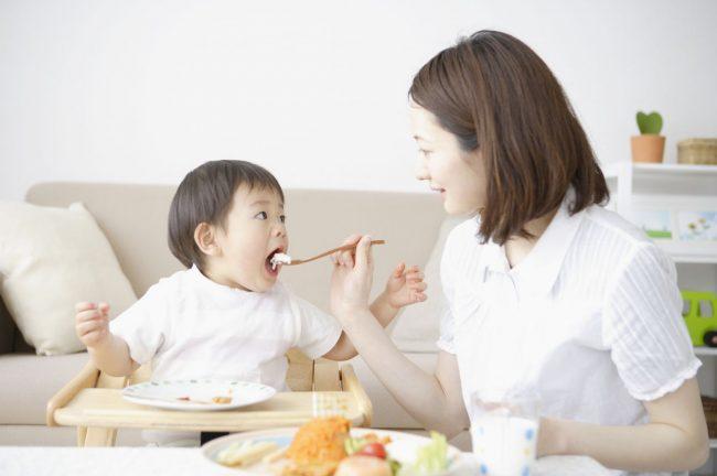 Nghe thì vô lý nhưng 5 thói quen ăn uống sau sẽ quyết định con bạn có thành công trong tương lai hay không - Ảnh 2.