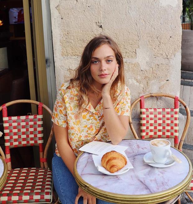 Các người đẹp Pháp thích áo sơ mi ngắn tay cực kỳ, diện lên trẻ trung mà điểm thanh lịch cũng cao ngất - Ảnh 3.