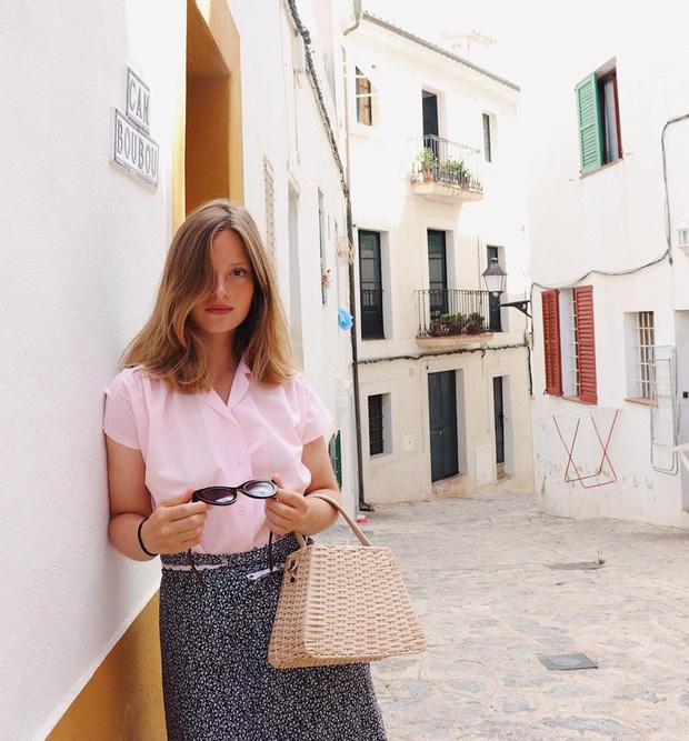 Các người đẹp Pháp thích áo sơ mi ngắn tay cực kỳ, diện lên trẻ trung mà điểm thanh lịch cũng cao ngất - Ảnh 4.