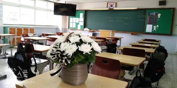 Vụ nam sinh nhảy lầu vì bị thầy giáo bêu riếu giữa lớp, hiệu trưởng THPT Anhxtanh bày tỏ: Sai phạm nghiêm trọng cả về đạo đức và giáo dục - Ảnh 1.