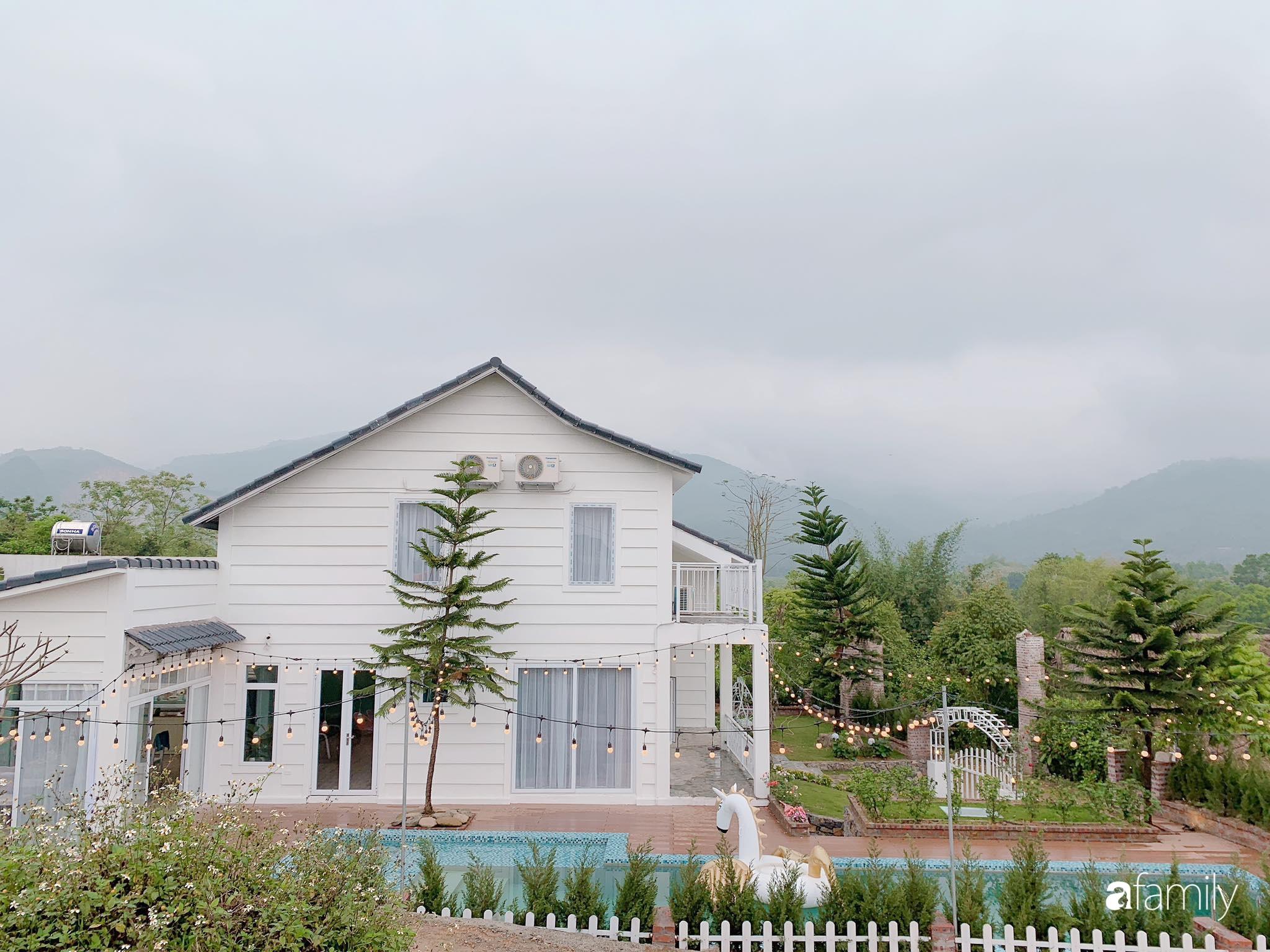 Biệt thự 1000m² tọa lạc trên đồi đẹp yên bình với ngoại thất sân vườn rực rỡ sắc màu hoa lá ở Hòa Bình - Ảnh 2.