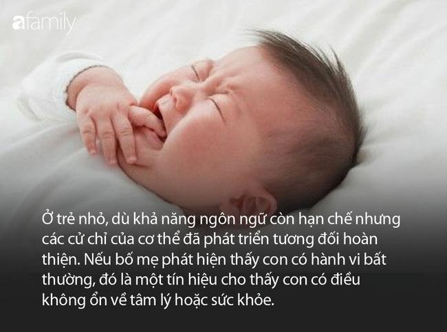 Con 2 tuổi thường xuyên đưa tay lên đầu và khóc, mẹ đưa đi khám, bác sĩ nói: May mà đến kịp! - Ảnh 4.