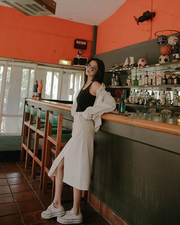 Sao phải khổ công dùng app kéo chân, chị em cứ diện kiểu váy này là cặp chân sẽ được kéo dài ảo diệu - Ảnh 1.