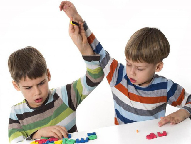2 đứa trẻ đánh nhau tranh đồ chơi, cách ứng xử của 2 bà mẹ khiến người ngoài sốt ruột - Ảnh 5.