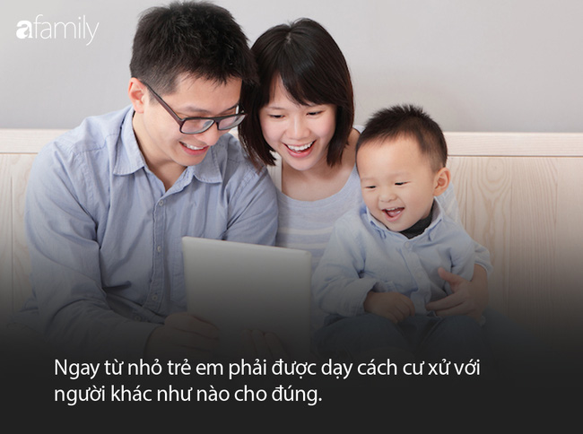 Khi con khăng khăng đòi đồ chơi của bạn khác, bố mẹ nên giải quyết thế nào? - Ảnh 2.