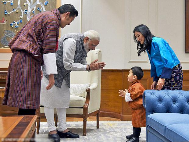 Hoàng hậu vạn người mê Bhutan: Người mẹ coi việc nuôi dưỡng con giống như chăm một cây xanh, tưởng chừng đơn giản nhưng không phải ai cũng làm được - Ảnh 4.