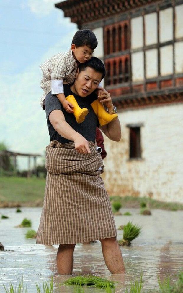 Hoàng hậu vạn người mê Bhutan: Người mẹ coi việc nuôi dưỡng con giống như chăm một cây xanh, tưởng chừng đơn giản nhưng không phải ai cũng làm được - Ảnh 6.