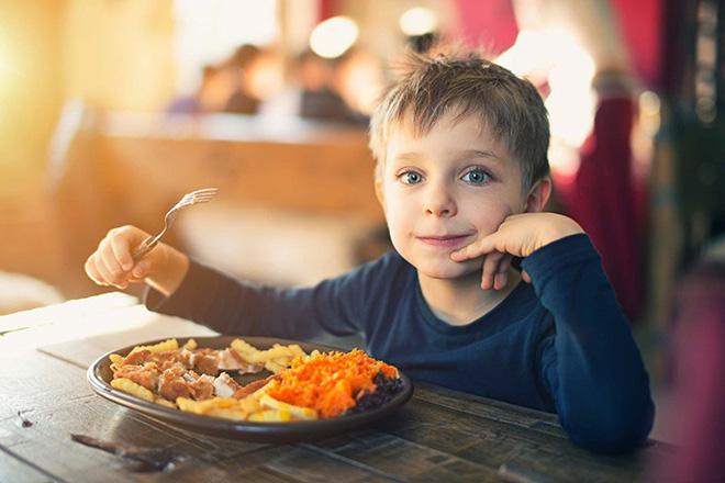 Đừng bỏ qua 8 triệu chứng tiểu đường tuýp 1 ở trẻ em - Ảnh 6.