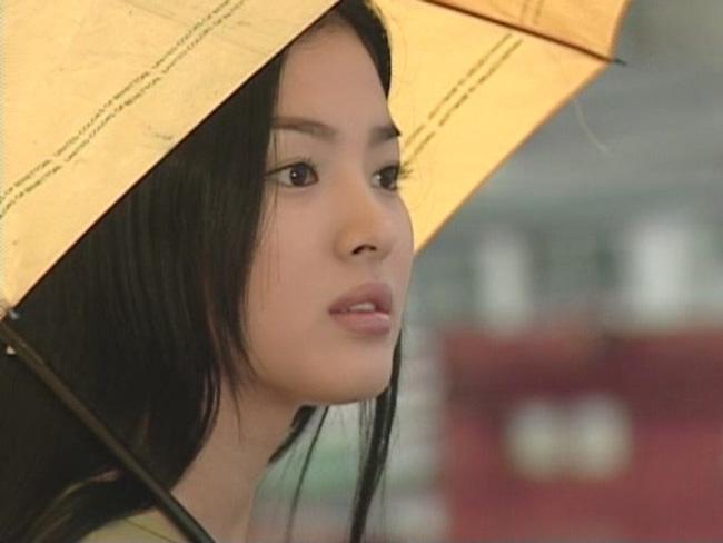 22 tuổi, Song Hye Kyo từng yêu như điên như dại một gã đàn ông đào hoa, chia tay xong đau đớn dằn vặt suy sụp tới mất ăn mất ngủ  - Ảnh 1.