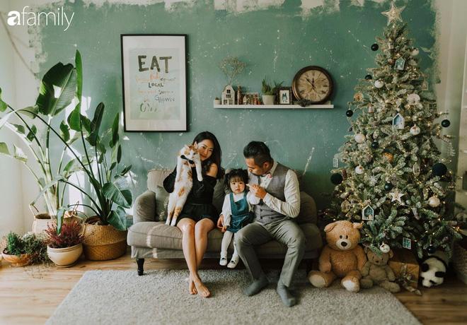 Cuộc sống êm đềm như tranh của đôi vợ chồng trẻ người Việt ở Đức: Dù sống giữa vùng dịch vẫn bình thản trồng rau, làm bánh, đưa con đi dạo giữa rừng cây - Ảnh 1.