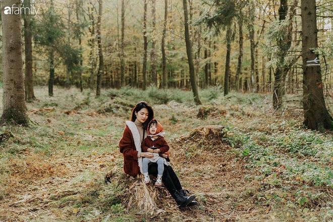 Cuộc sống êm đềm như tranh của đôi vợ chồng trẻ người Việt ở Đức: Dù sống giữa vùng dịch vẫn bình thản trồng rau, làm bánh, đưa con đi dạo giữa rừng cây - Ảnh 6.