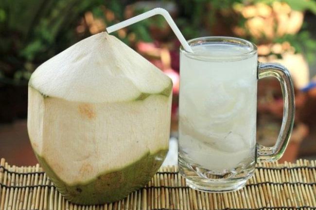 Phụ nữ chăm uống nước dừa vào mùa hè sẽ vừa giảm cân, đẹp da lại nhận được hàng loạt