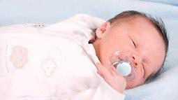 Bác sĩ Nhi giải đáp thắc mắc muôn thuở của các mẹ bỉm sữa: Có nên cho trẻ sơ sinh nằm điều hòa?