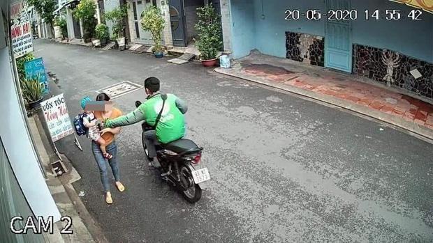 Tài xế GrabBike cướp giật điện thoại của người mẹ bồng con nhỏ ở Sài Gòn khai gì? - Ảnh 4.