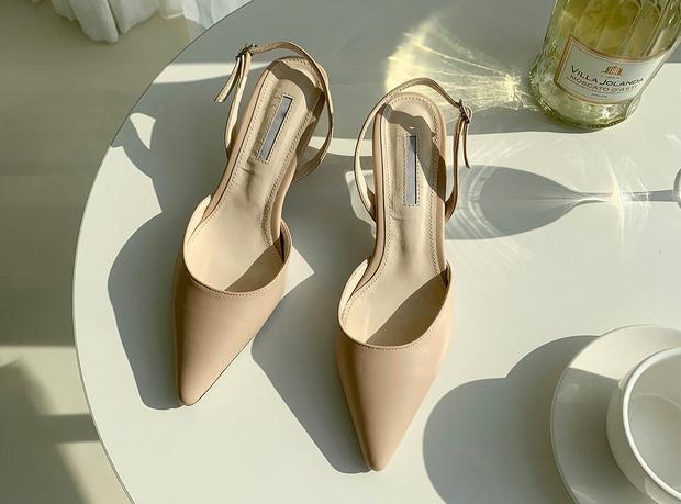 Theo chuyên gia: Có 1 kiểu giày không bao giờ lỗi mốt, còn giúp hack dáng đỉnh cao mà chị em nào cũng cần trong tủ đồ - Ảnh 8.