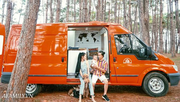 Đôi vợ chồng bỏ 120 triệu đồng mua ô tô cũ về làm thành ngôi nhà di động với đầy đủ bếp núc, phòng ngủ rồi chở con đi du lịch khắp Việt Nam! - Ảnh 2.