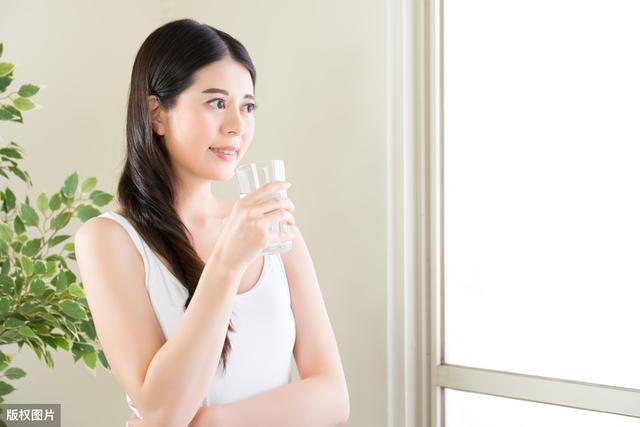 Tiện thể làm 4 việc nhỏ này vào buổi sáng: Cơ thể săn chắc, nhẹ nhõm, bệnh tật tan biến - Ảnh 2.