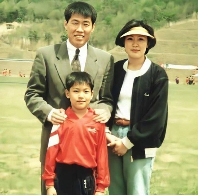 Nhìn nhan sắc mẹ ruột của Lee Min Ho cũng đủ hiểu tại sao lại sinh ra cậu con trai có ngoại hình cực phẩm như vậy  - Ảnh 1.