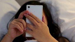 Vô tình kiểm tra email, người mẹ không giữ nổi bình tĩnh khi đọc đoạn chat giữa con gái lớp 6 và bạn trai lớp 9