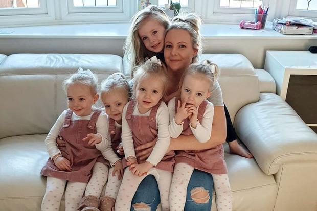 4 bé gái trong ca sinh tư giống hệt nhau vô cùng hiếm trên thế giới với tỷ lệ chỉ 1/70 triệu ca sau 3 năm đã có những thay đổi gây ngỡ ngàng - Ảnh 12.