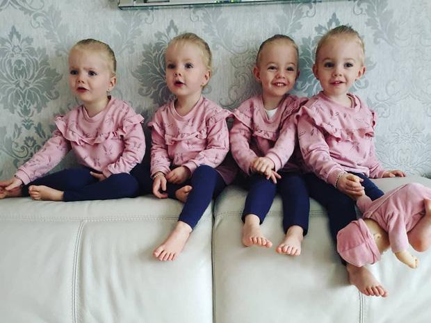 4 bé gái trong ca sinh tư giống hệt nhau vô cùng hiếm trên thế giới với tỷ lệ chỉ 1/70 triệu ca sau 3 năm đã có những thay đổi gây ngỡ ngàng - Ảnh 6.