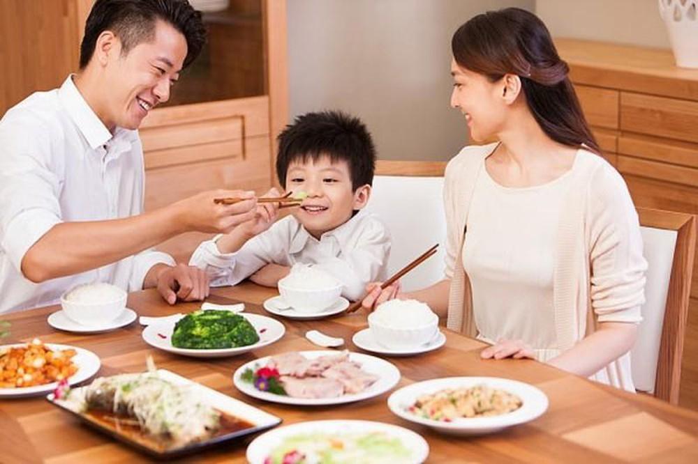 Được nhà ngoại cung cấp gạo rau, gà vịt, thịt cá, mẹ bỉm sữa Hà Nội vẫn kêu trời vì 1 tháng tiêu hết 18 triệu cho nhà 3 người - Ảnh 5.