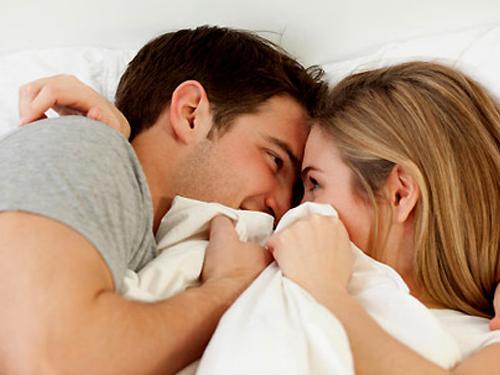 Sáng hay tối trong chuyện ấy: Quý ông đừng bỏ qua 3 việc khiến nàng mê đa - Ảnh 2.