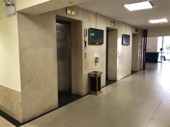 Hà Nội: Tạm giữ gã đàn ông dâm ô bé trai trong thang máy - Ảnh 2.