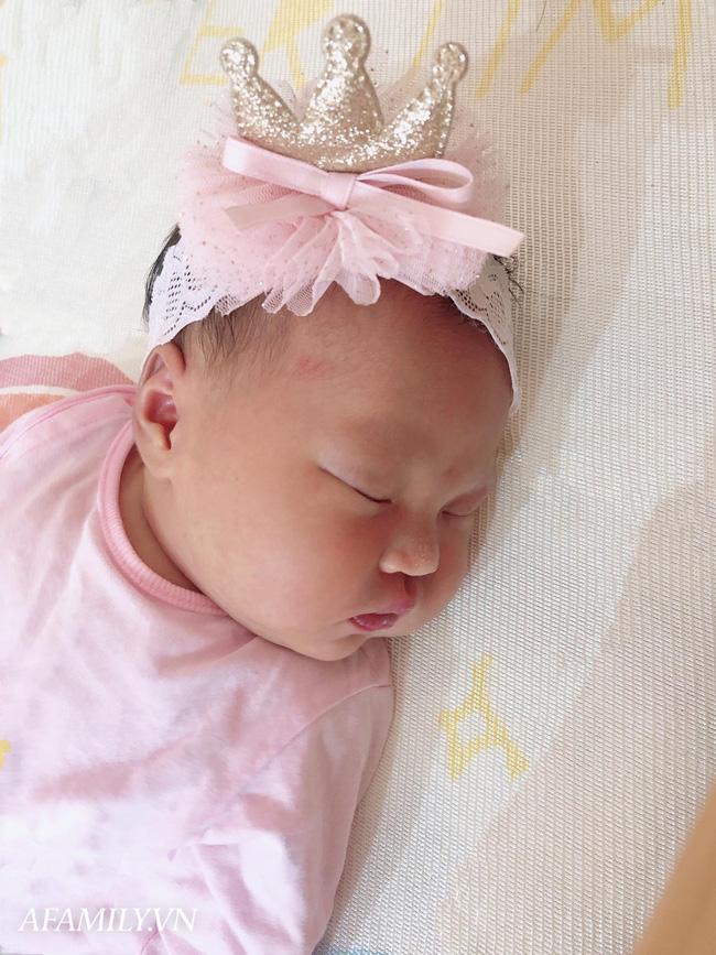 Mẹ 9x Hà Nội kể chuyện đẻ rơi gay cấn như phim, chưa kịp vào viện đã thấy em bé nằm trong bọc ối chui ra - Ảnh 6.