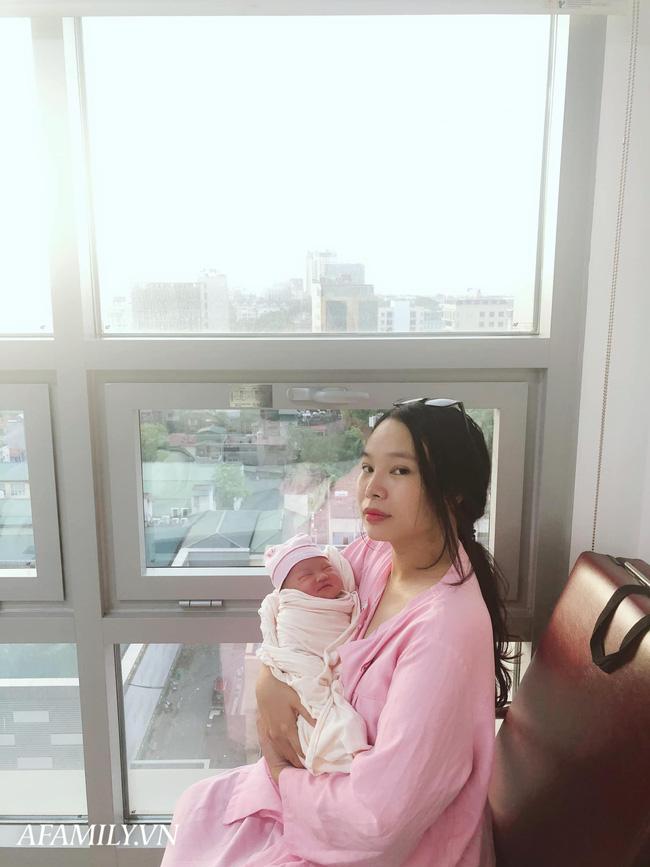 Mẹ 9x Hà Nội kể chuyện đẻ rơi gay cấn như phim, chưa kịp vào viện đã thấy em bé nằm trong bọc ối chui ra - Ảnh 4.