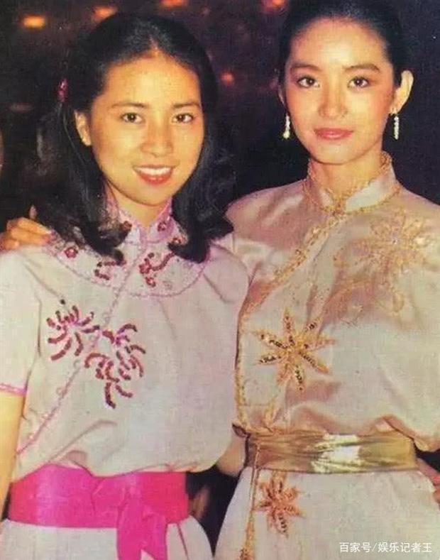 Lâm Phụng Kiều: Ảnh hậu thành vợ bí mật của Thành Long, 17 năm nhẫn nhục vì chồng ngoại tình và chiếc nhẫn không vừa tay - Ảnh 3.
