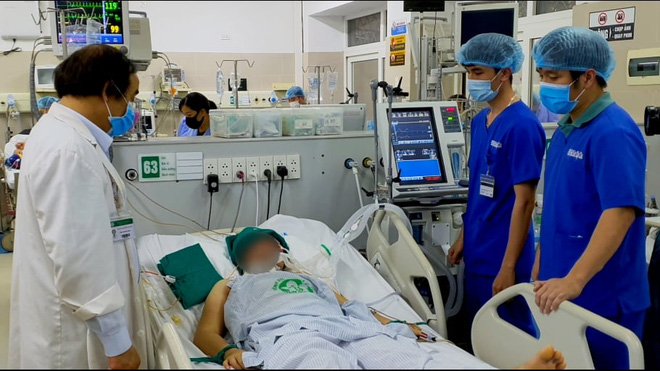 Trưởng khoa Cấp cứu BV Bạch Mai: 4 nhóm người dễ bị say nắng, ảnh hưởng nặng nhất do nắng nóng - Ảnh 2.