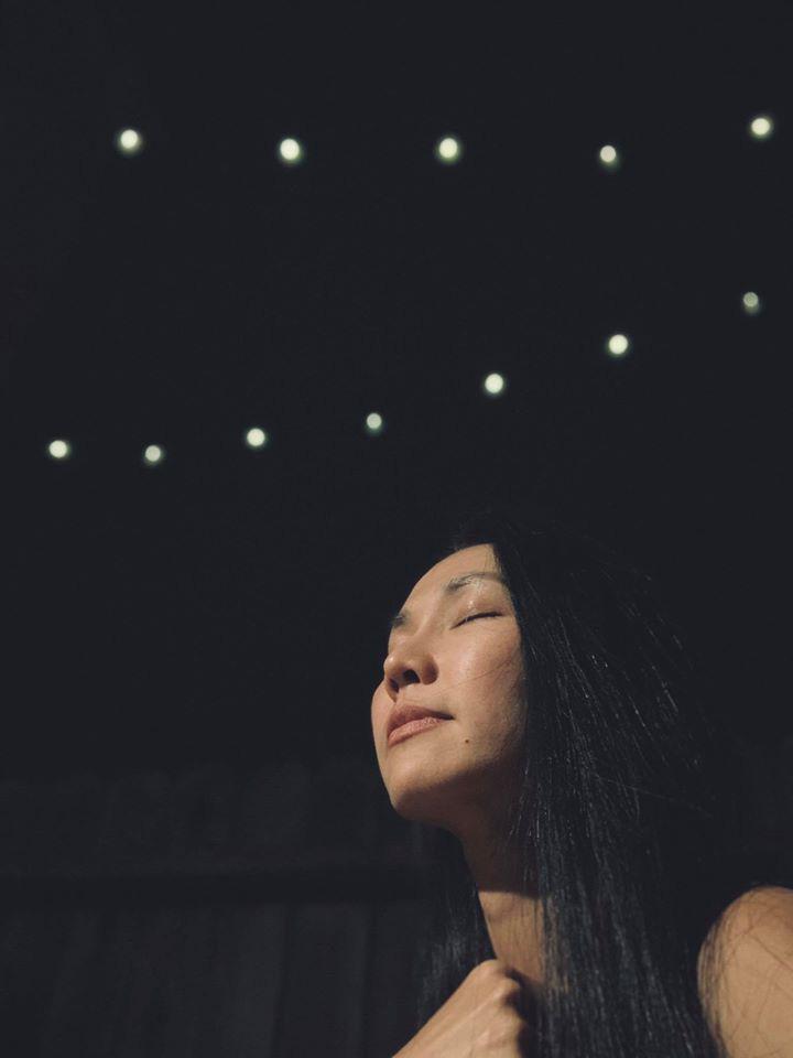 Không thể về chịu tang, Kim Hiền xúc động vì chồng cũ thay mặt để lo chu toàn và đưa tiễn mẹ ruột về nơi an nghỉ cuối cùng - Ảnh 2.