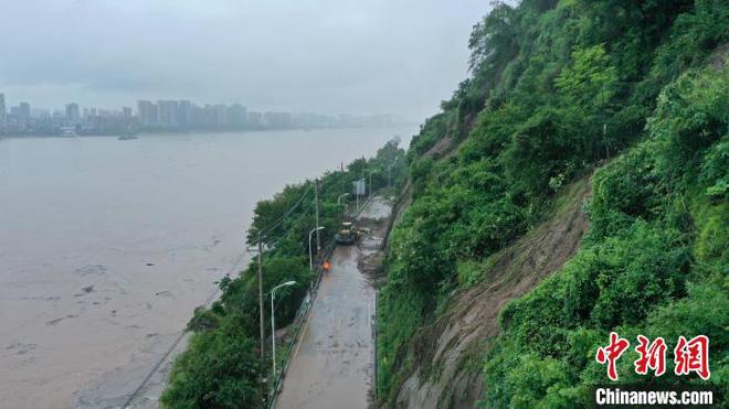 Lũ lụt diện rộng gần đập Tam Hiệp: Xe ô tô chới với trong biển nước - Ảnh 3.