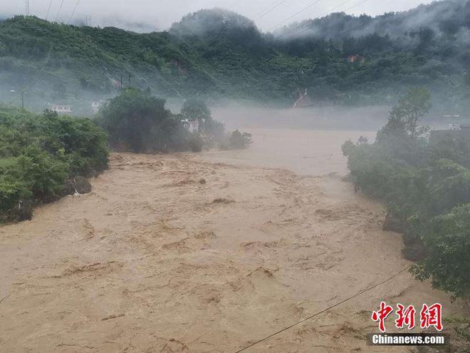 Lũ lụt diện rộng gần đập Tam Hiệp: Xe ô tô chới với trong biển nước - Ảnh 7.