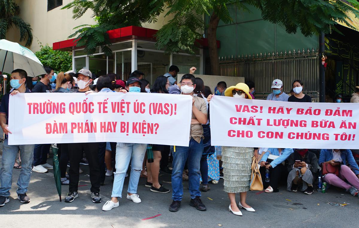 Nhiều phụ huynh trường Quốc tế Việt Úc sốc nặng khi nhận thư