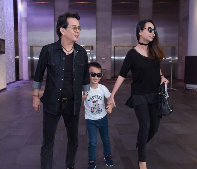 Cuộc hôn nhân kỳ lạ của nhạc sĩ Đức Huy và vợ trẻ kém 44 tuổi - Ảnh 2.