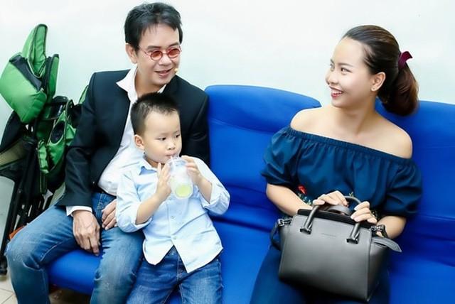 Cuộc hôn nhân kỳ lạ của nhạc sĩ Đức Huy và vợ trẻ kém 44 tuổi - Ảnh 4.