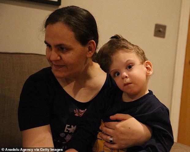Cuộc chiến giành sự sống của cặp song sinh dính đầu cực hiếm: Gần 2 tuổi vẫn không thấy mặt nhau, trải qua 3 cuộc đại phẫu thuật mới có thể tách rời - Ảnh 7.