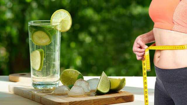 Học ngay các công thức giảm cân bằng nước chanh siêu đơn giản và rẻ bèo, chị em nào cũng có thể làm ngon ơ  - Ảnh 1.