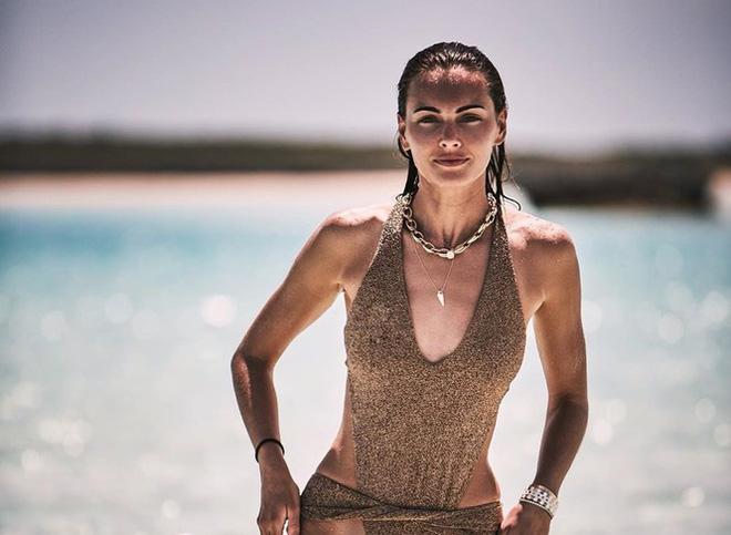 Say đắm sắc vóc tuyệt mỹ của ba mỹ nhân áo tắm trên biển - Ảnh 11.