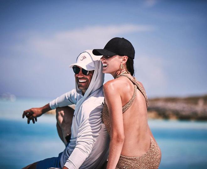 Say đắm sắc vóc tuyệt mỹ của ba mỹ nhân áo tắm trên biển - Ảnh 14.