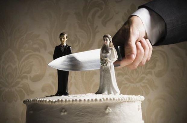 Góc sống gấp: Vừa kết hôn 15 phút, người đàn ông đòi ly hôn luôn vì không hài lòng với bố vợ - Ảnh 1.